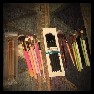 25 makeup brushes. $100 value